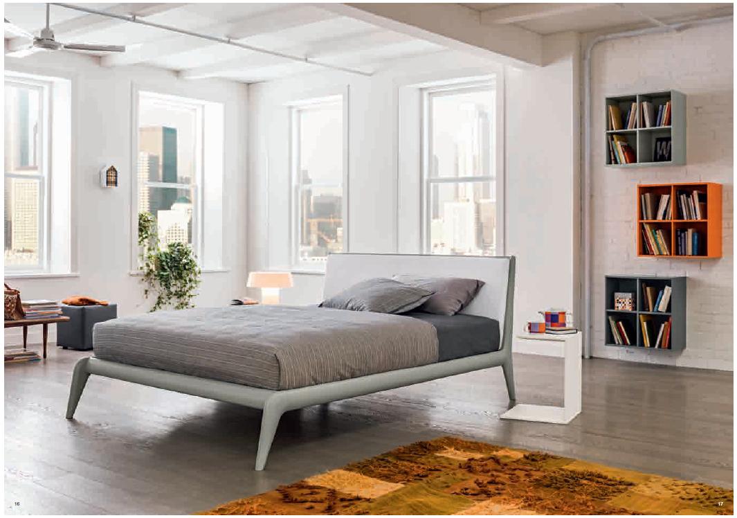 Letto modello Allyson laccato con cuscino in ecopelle | Letti Legno ...