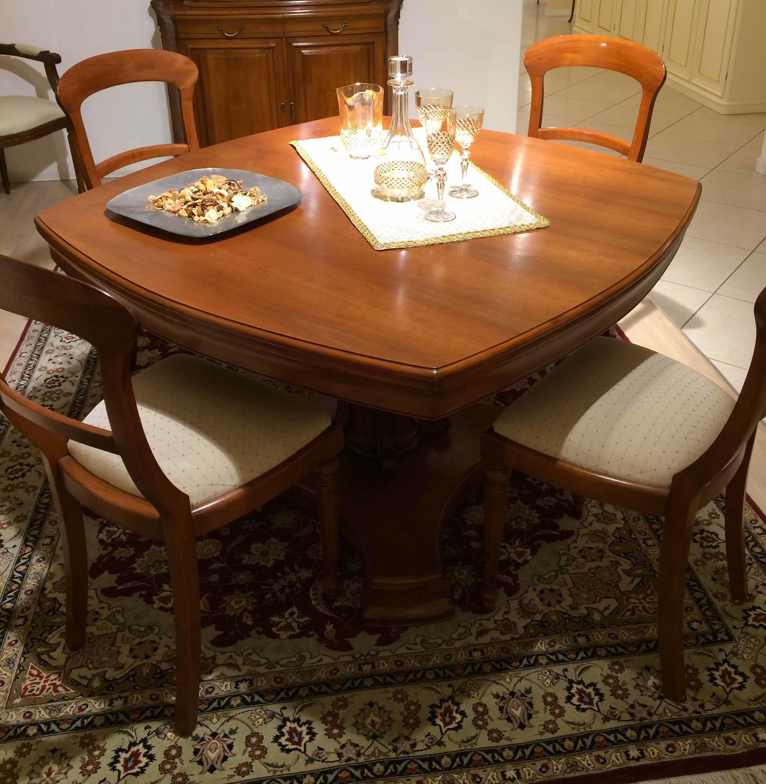Tavolo quadrato arrotondato stile 800 in legno for Tavolo rotondo legno chiaro